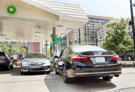 Which to Buy: 2017 Honda Accord V-6 or Four-Cylinder?