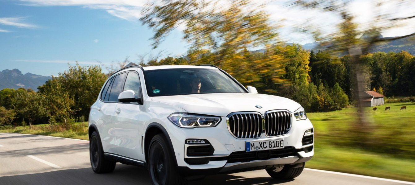 2021 BMW X5 xDrive45e Plug-In Hybrid Has 30 Miles of Electric-Only Range
